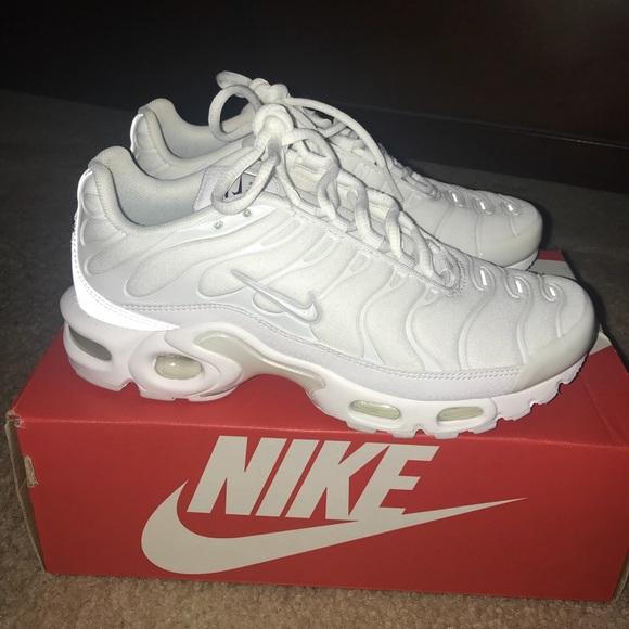 wholesale dealer 6c27c b54d7 Nike Air Max Plus White sz 6.5 womens !